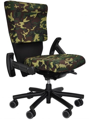 Shield chair in camo with drop-down arms