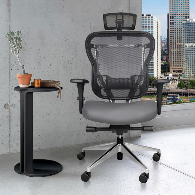 Ergonomic Rika chair with headrest and gray leather seat